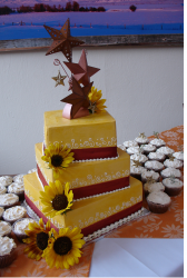 Autumn wedding cake in bright yellow and bronze ribbon patterns.PNG