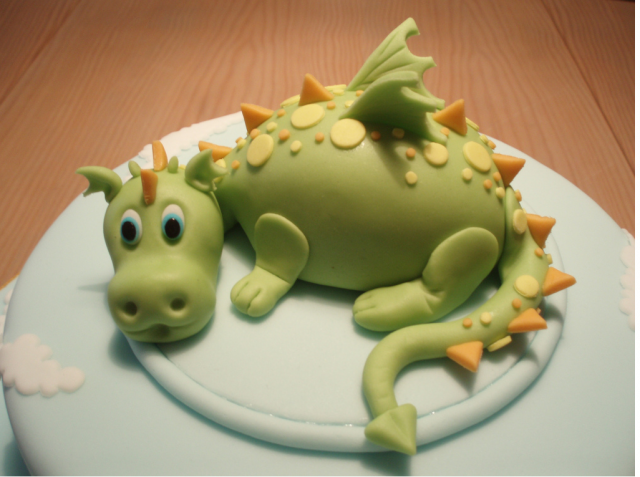 Light green dragon cake topper.PNG