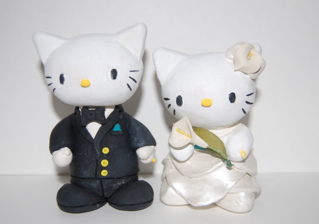 Hello Kitty Wedding Cake Topper With White FlowerPNG