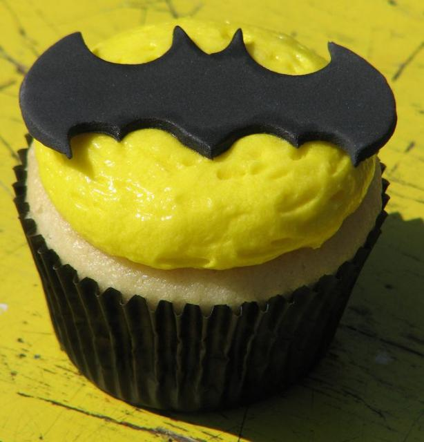 Batman theme vanilla buttercream cupcake.JPG