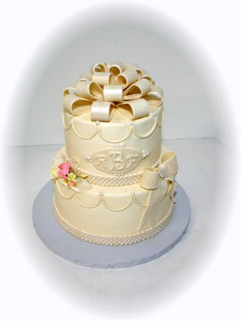cream wedding cakes pictures beautiful wedding cake in color 13067