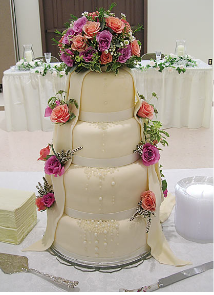 fancy wedding cake with fresh flowers png. Black Bedroom Furniture Sets. Home Design Ideas