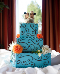 Modern Mikey wedding cake picture.PNG
