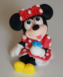 Picture of disney cake topper.PNG