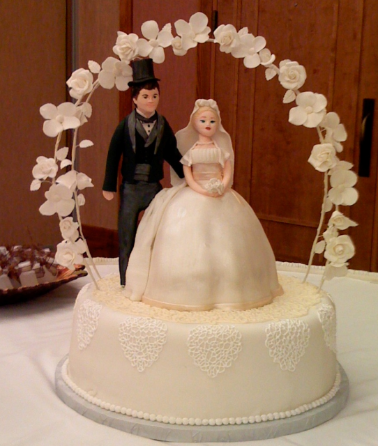 Wedding Cake Toppers Vintage: Antique Wedding Topper Wedding Cake With Floral Arch.PNG