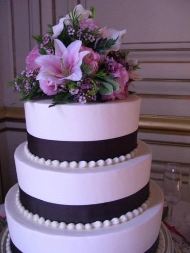 Big Fancy Wedding Cake With Flowers Lillies 1 Comment