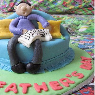 Fun fathers day cake photo.PNG