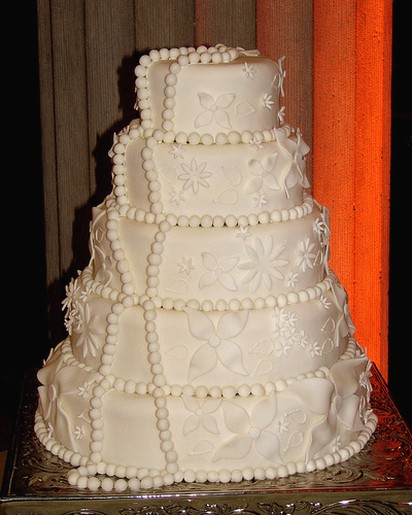 traditional white wedding cake traditional white wedding cake picture 21214