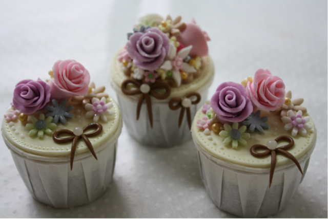 Cute and pretty cupcakes with floral cake decor picture.PNG