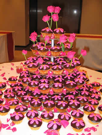 Image of shiny pink wedding cupcakes w/ chocolate