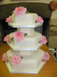 Unique shape wedding cake picture in three levels