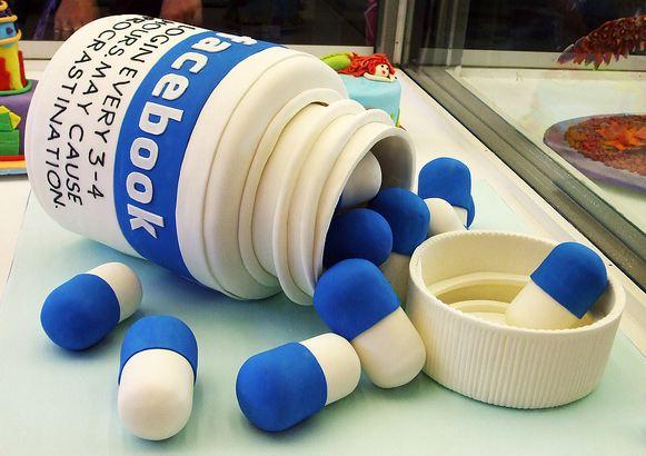 http://www.cakepicturegallery.com/d/29077-1/Vitamin+bottle+pills+cake.JPG