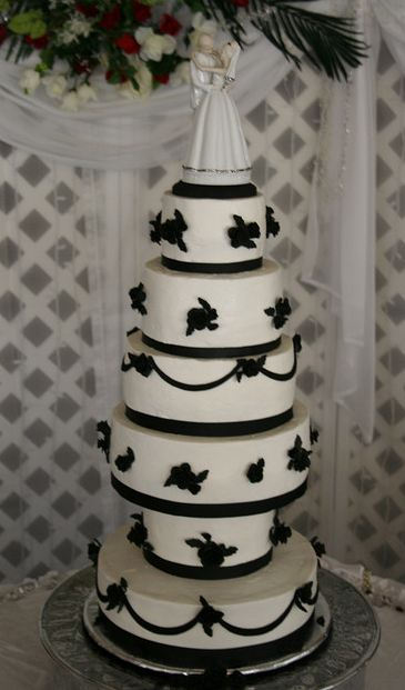 6 Tier Black And White Wedding Cake With Bride Groom Topper On Top