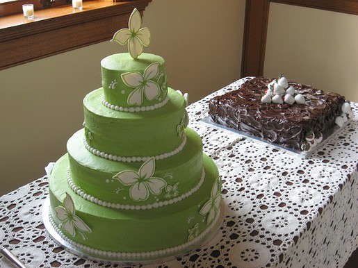 green and white wedding cake green wedding cake photo with white flowers 14961