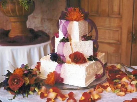 fashion cake for wedding in fresh red summer flowers