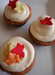 Thanksgiving cup cakes with winter leaves.PNG