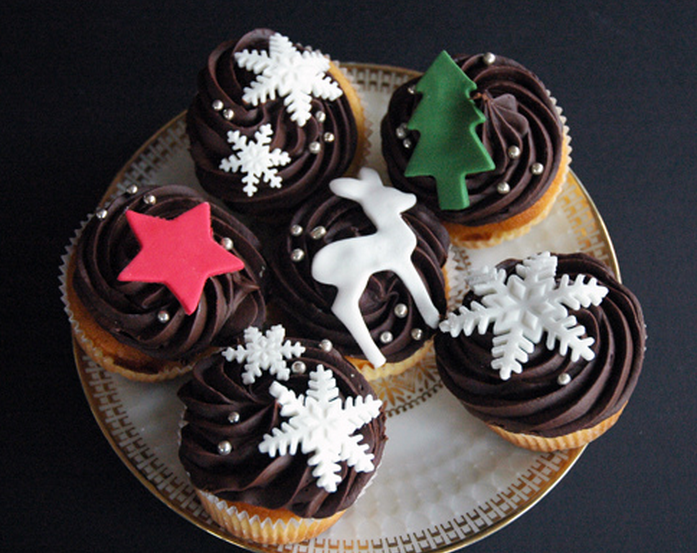 Chic looking holiday cupcakes for Christmas_Dark chocolate cupcakes with Christmas cake decor.PNG