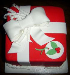 Red gift box cake with Christmas theme.JPG