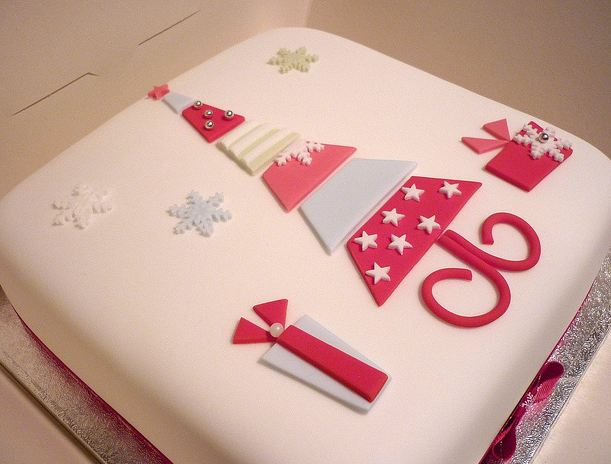 White square Christmas cake with tree in the middle in red ...