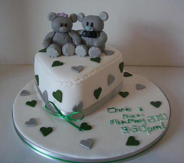 Bears engagement cake in heart shape.PNG