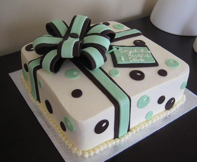 Cake Design Gift : Chic engagement cake as a gift box with bow.PNG (1 comment)