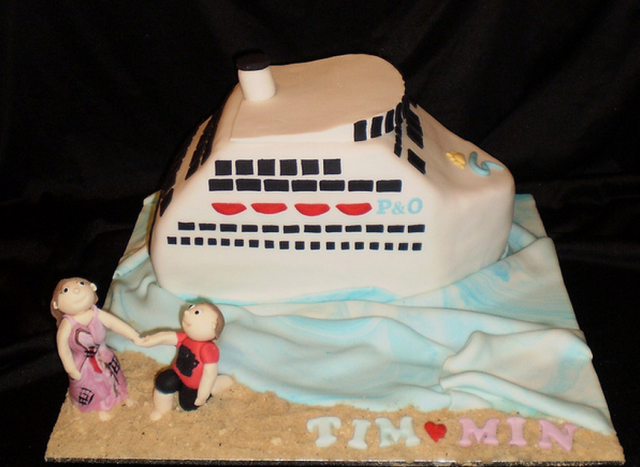 Picture of engagement cake with cruise ship.PNG