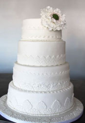 Dave Annable and Odette Yustman wedding cake in white and big flower as cake decor.PNG