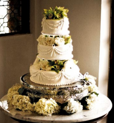 Ana Ortiz & Noah Lebenzon wedding cake with fresh white flowers.PNG