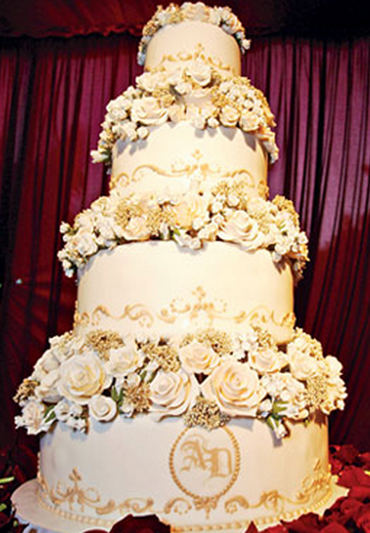 Avril Levigne and Deryck Whibley wedding cake photo.PNG