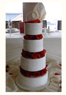 fashion wedding cake in white with dark roses