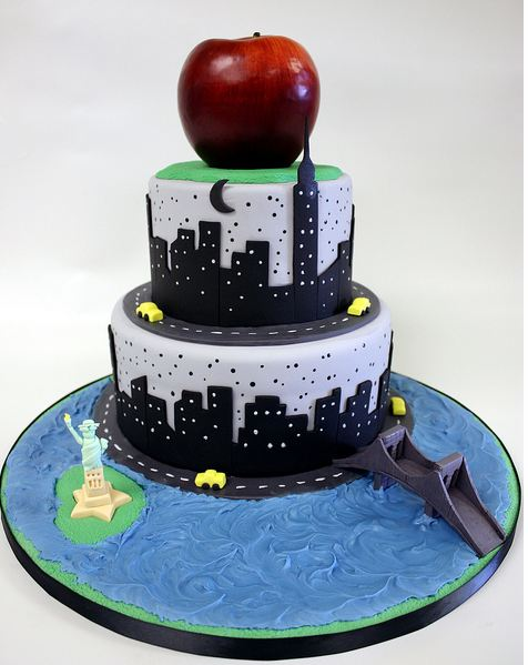 New York theme big apple cake with Statue of Liberty.JPG