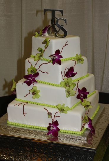 white and silver square wedding cakes four tier white square wedding cake with green and 27225