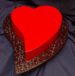 bright red heart shaped valentine cake.PNG
