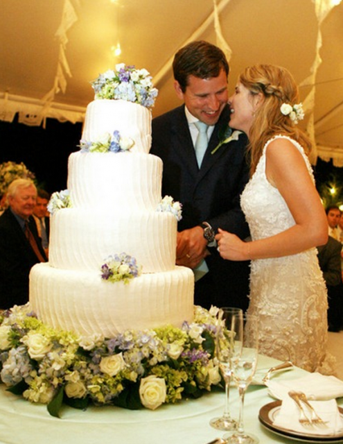 Jenna Bush and Henry Hager wedding cakes imags.PNG