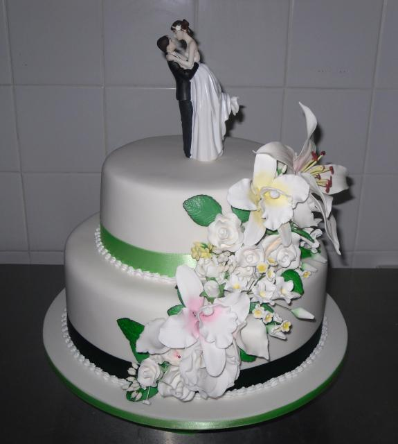 Wedding Flowers By Annette: Two Tier Wedding Cake-Annette's Heavenly Cakes Perth Hi