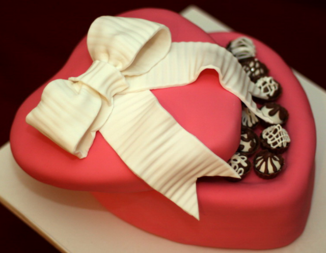Heart shaped chocolate box valentines cake decors picture ...