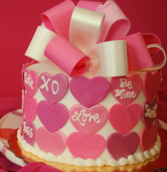 Modern valentine cake decor idea with big bow cake topper and hearts cake decor.PNG