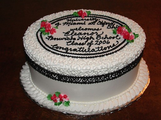 Round Graduation Cake Images : round white and black graduation cake with red flowers.jpg ...