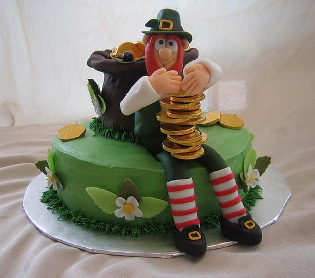 Sensational Irish Leprechaun Pot Of Gold Cake For St Patricks Day Png Personalised Birthday Cards Veneteletsinfo