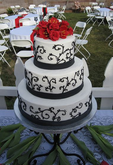 three tier wedding cake with red roses three tier white wedding cake with roses on top jpg 20955