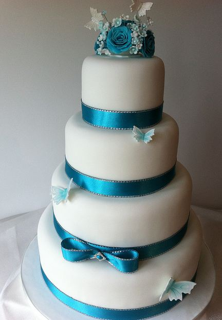 blue and white wedding cakes images four tier white wedding cake with blue ribbons and 11966