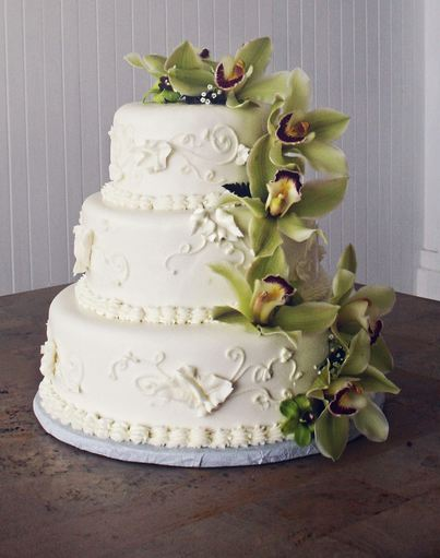 3 tier white wedding cake 3 tier white wedding cake with cascading flowers jpg 10356
