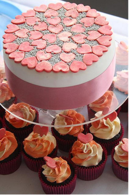 2011 engagement cake with small hearts cake decor pictures.PNG