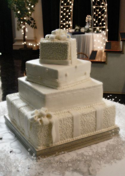 four tier square wedding cake sizes four tier ivory square offset wedding cake with white bows 14428