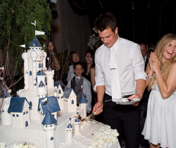 Fergie and Josh Duhamel wedding cake pictures.PNG