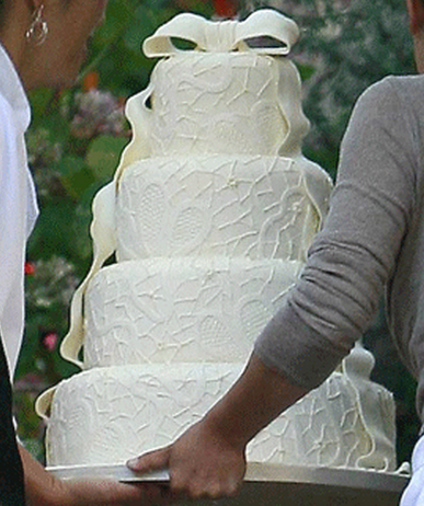 Milla Jovovich and Paul W.S. Anderson wedding cake_Beverly Hills wedding cake pictures.PNG