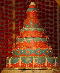 Red and blue royal wedding cakes pictures.PNG