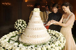 Tom Cruise and Katie Holmes wedding cake picture.PNG