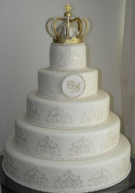 simple round white wedding cakes five tier white wedding cake with crown on 20012