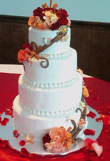 Round Wedding Cakes With Fresh Flowers Tier White Cake And